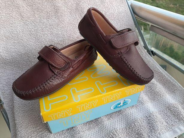 Sapatos vela TINNY SHOES NOVOS menino tam. 28