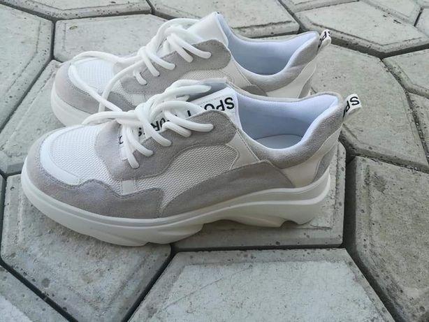 Нові кросівки,25,5см по устілці