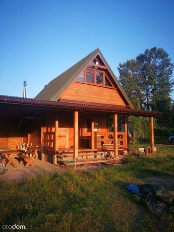 Domek drewniany z wiatą i garażem przy lesie