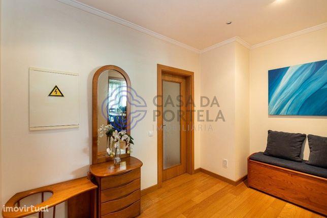 Apartamento T3- S. João da Madeira, em condomínio fechado a preço comp