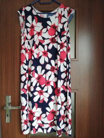 Sukienka w kwiaty 44