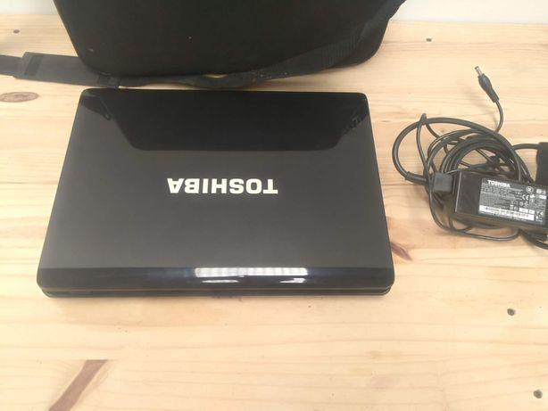 Portátil Toshiba Satellite A210-10C a funcionar com problema no ecrâ,