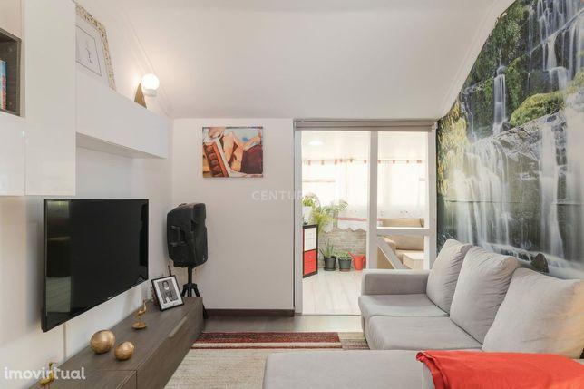 Excelente apartamento T2 com 103m2 em Monte Abrão