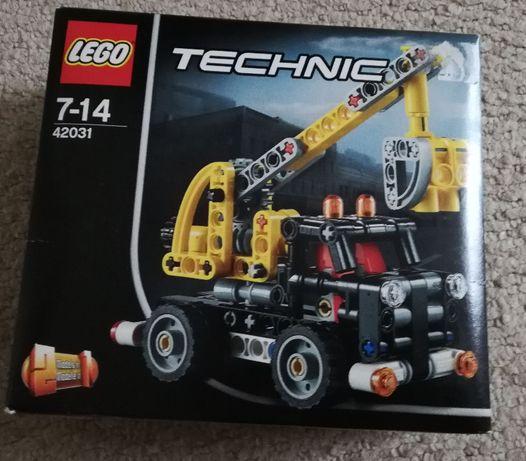 Lego technic - ciężarówka z wysięgnikiem.