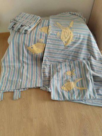 Colcha, cortinados e almofada Gato Preto