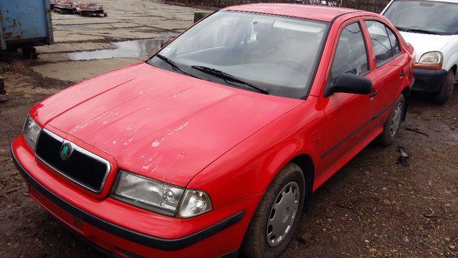 Skoda Octavia I na części, sedan