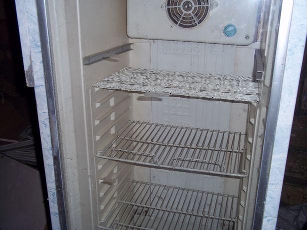 продам витринный холодильник