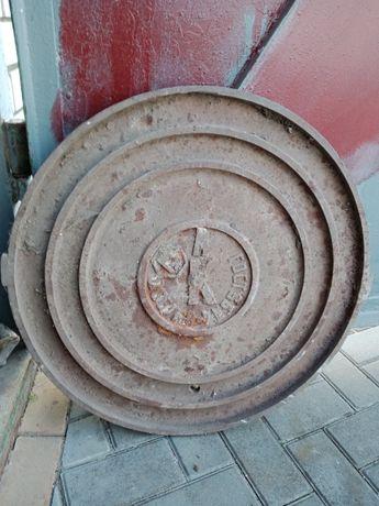 Крышка люка водопровода