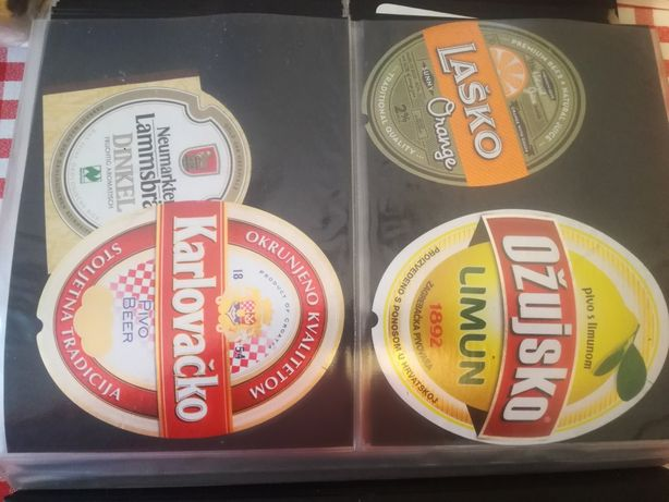 Klaser z etykietami po piwie
