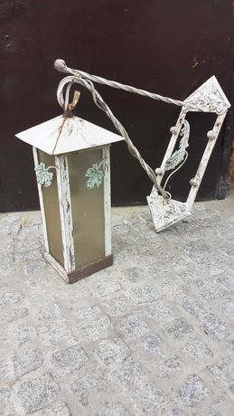 Stalowa lampa na dwór