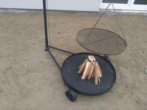Grill ogrodowy z paleniskiem