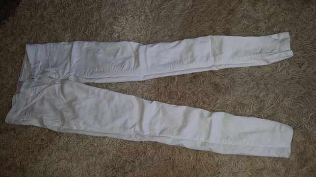 Białe spodnie M