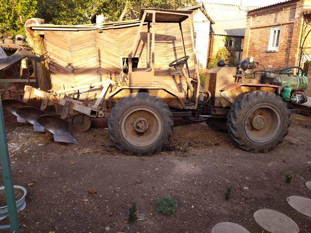 Трактор с прицепом .