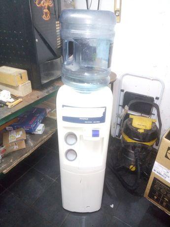 Máquina água fria a funcionar
