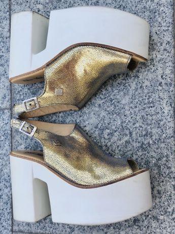 Sandalias brancas&douradas, super confortaveis, NOTYET
