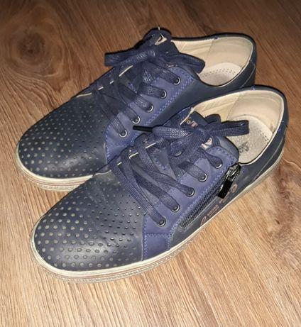 продам взуття для хлопчика