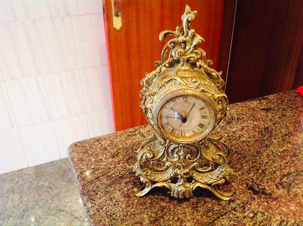 Relógio dourado peça decorativa