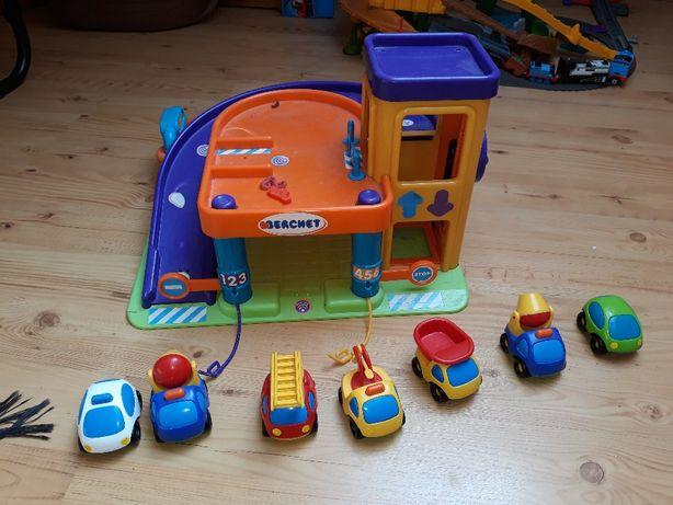 Garaz plus 7 samochodzików bardzo solidnych