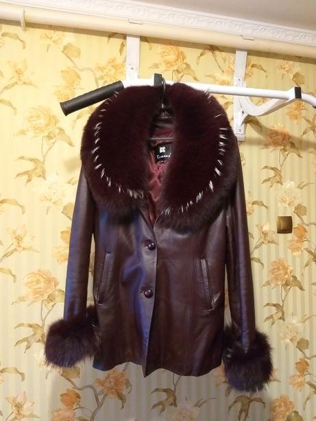 Женская кожаная куртка с крольечим мехом