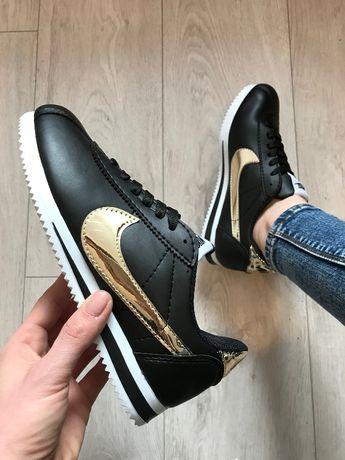 Nike Cortez. Rozmiar 36,37,38,39,40,41. Kolor czarno- złoty.
