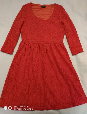 Czerwona koronkowa sukienka Vero Moda
