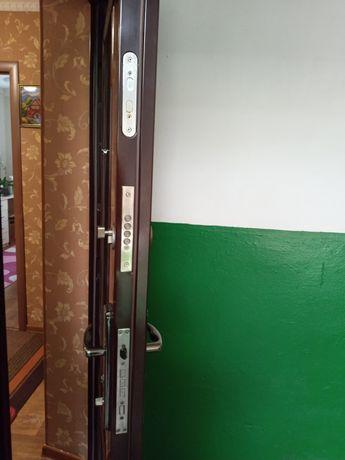 Продам входные двери б/у