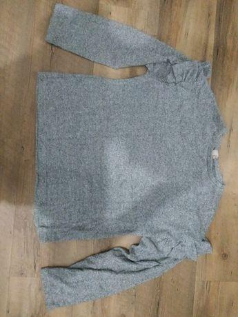 Cienki sweterek z falbankami