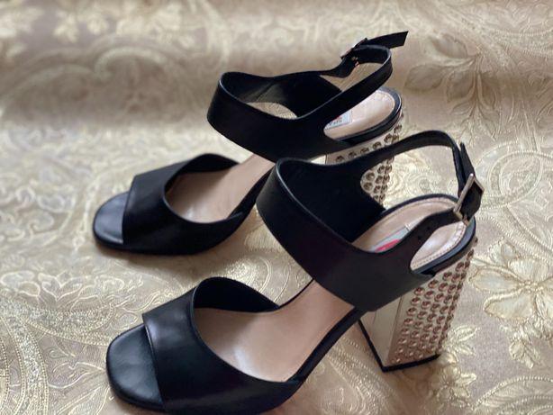 Женская обувь. Мода и стиль.
