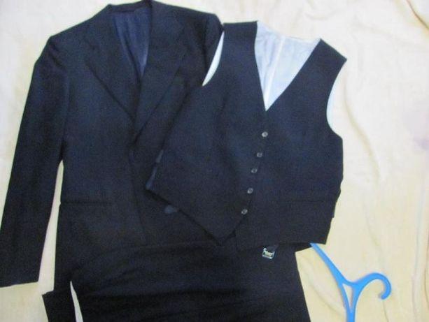 Чоловічий темно-синій костюм тройка з Італії в чудовому стані