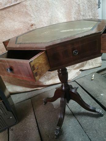 Stolik z szufladami