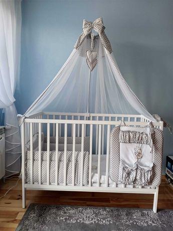 Łóżeczko dziecięce z baldachimem