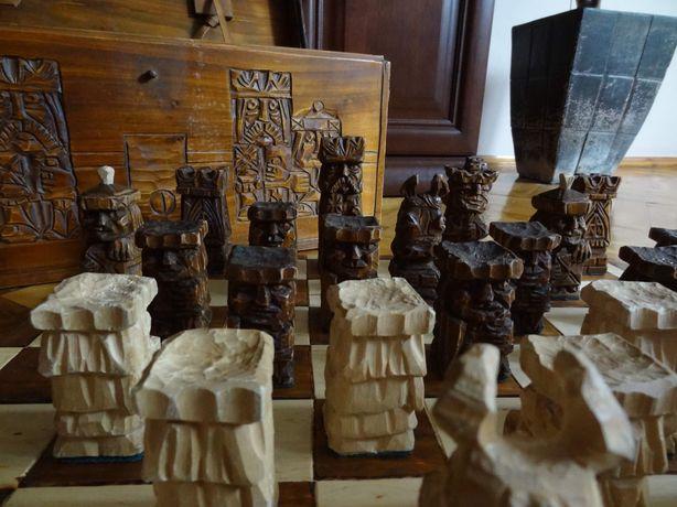 Szachy ręcznie rzeźbione z kufrem