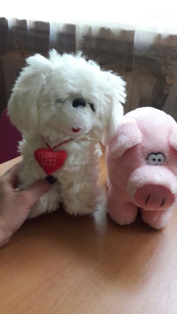 Продам мягкие игрушки собака и свинка.