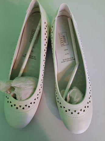 Buty białe raz ubrane