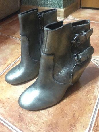 Жіночі чоботи Guess