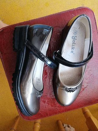 Туфли в школу на девочку.