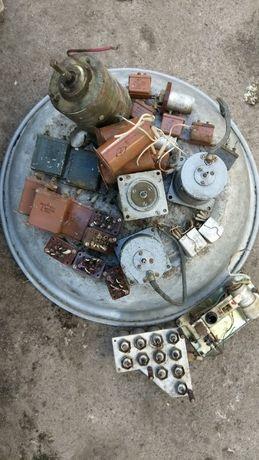 Двигуни гістерезисні, конденсатори, реле постійного струму