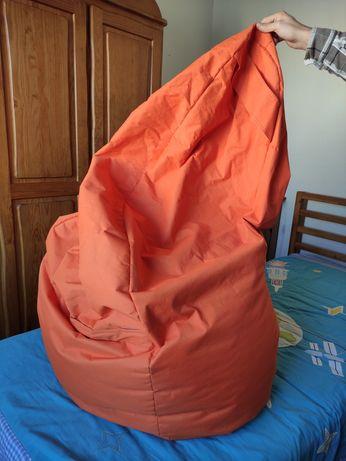 Puff grande laranja com muito pouco uso