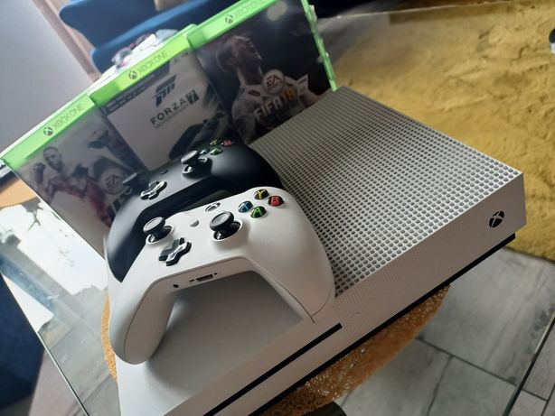 Xbox one S 1TB/2 pady/3gry