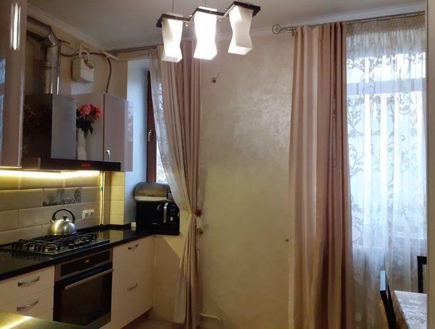 В продаже 2-комн. квартира в сталинке на Пироговской -F-28863-300