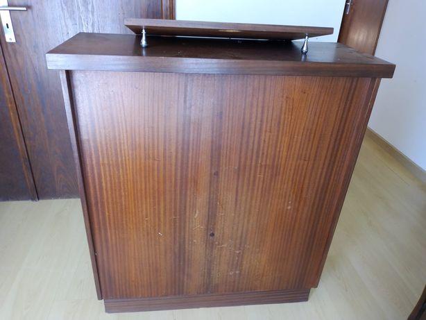 Púlpito em madeira