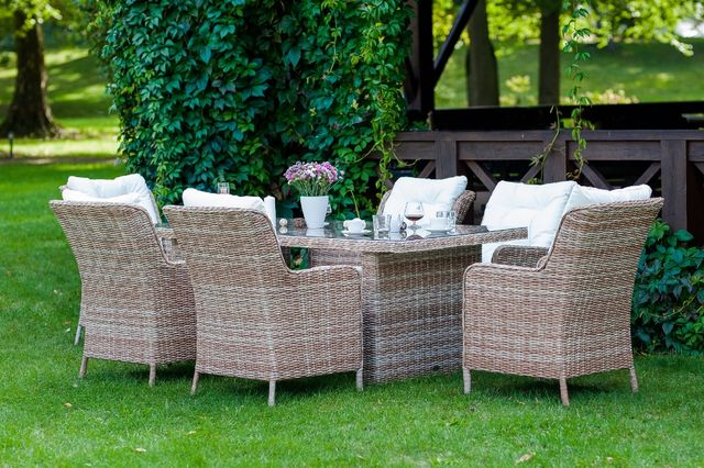 Zestaw mebli stołowych ogrodowych GOCCIAS