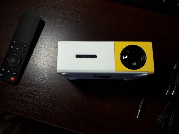 Міні проектор yg300