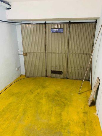 Aluguer Garagem Box Fechada Junto à Av. da República(Metro D. João II)