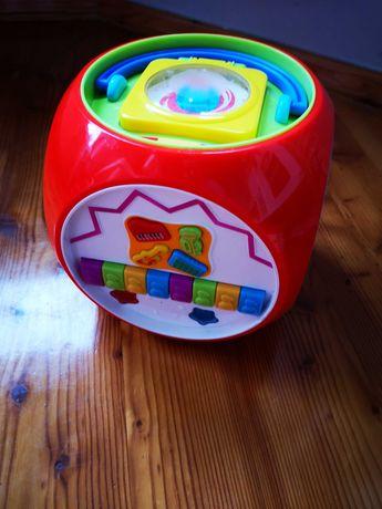 Zabawki-kostka grająca.