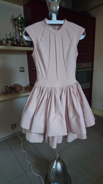 Sukienka rozkloszowana Simmi pudrowy róż Lou
