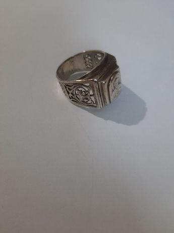 Продам серебряную печатку ( размер - 20)