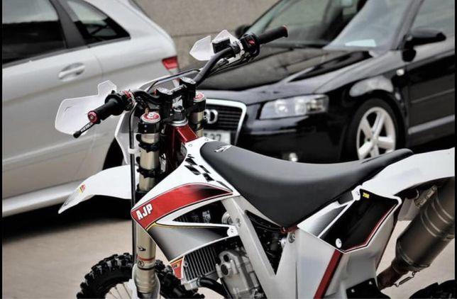 Ajp PR5 Extreme moto