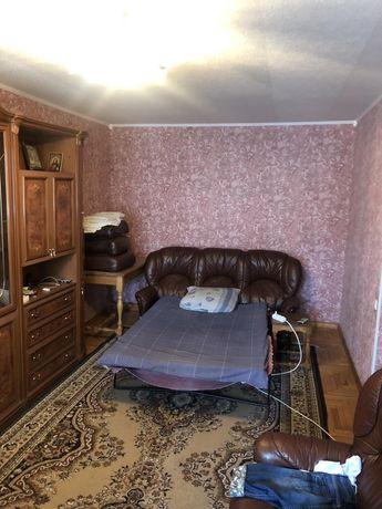 Сдам 2-х ком.квартиру на Дзержинке, хорошее место, есть мебель.