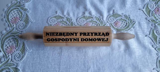 Drewniany wałek Niezbędny przyrząd gospodyni domowej na ślub